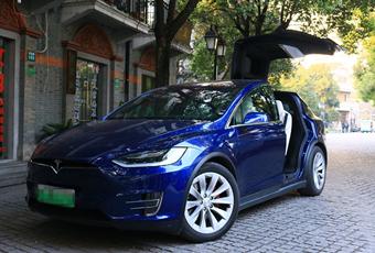 在上海最冷的日子开着Model X去看《前任3》是怎样一种体验