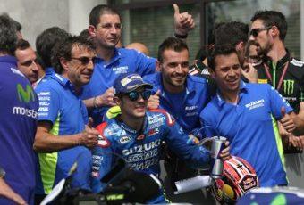 法国勒芒:铃木重登领奖台